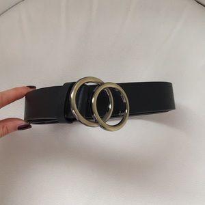 🎁 FREE GIFT NWOT gold and black belt